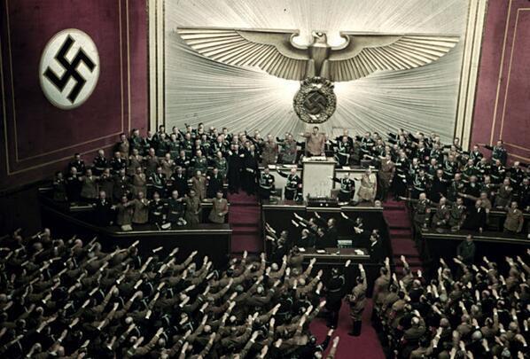 أدولف هتلر في دار أوبرا برلين - سنة 1939