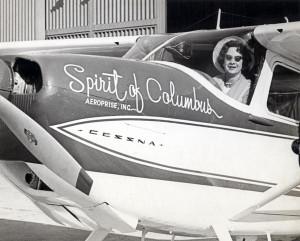 جيري موك داخل طائرتها