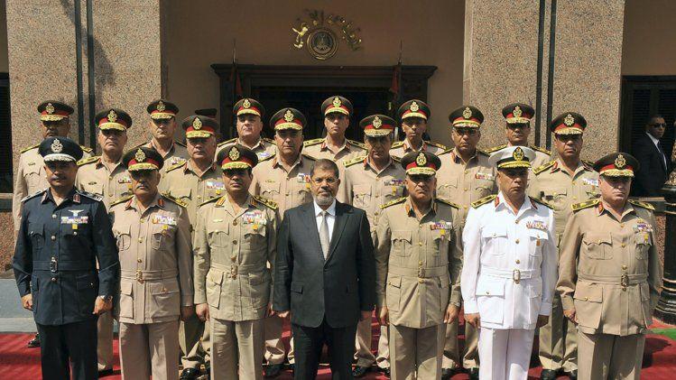 عاشت مصر مع مرسي عاما واحدا قبل أن تعود إلى العسكريين مرة أخرى
