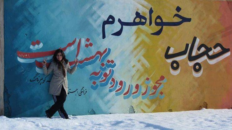 رسم على الطريق: أختى، الحجاب تذكرة دخولك إلى الجنة