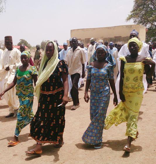 نيجيريات من بين حوالي 50 سيدة استطعن الهرب من أسر بوكو حرام .ap