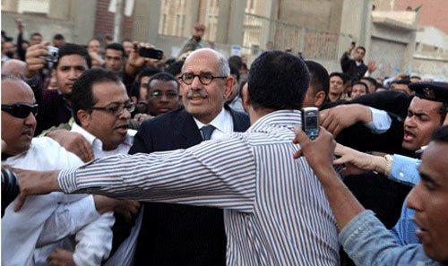 حرص الدكتور محمد البرادعي على التواجد في القاهرة يوم 19 مارس للمشاركة فى الاستفتاء على التعديلات الدستورية التى رفضها مطالباً بوضع دستور جديد للبلاد.