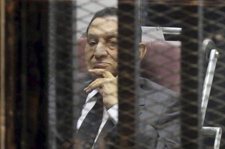 محكمة مصرية تقضي بسجن مبارك ثلاث سنوات في قضية فساد