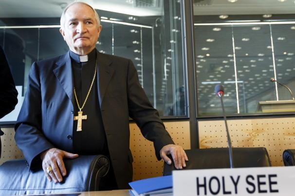 الأٍقف سلفانو توماسي كشف لأول مرة عن إجراءات الفاتيكان بحق الكهنة