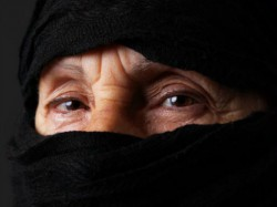 Muslim-woman-eyes-afp