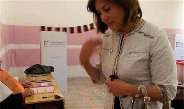 صورة نشرتها سلوى بوقعيقيص لنفسها وهي تدلي بصوتها أمس في الانتخابات التشريعة
