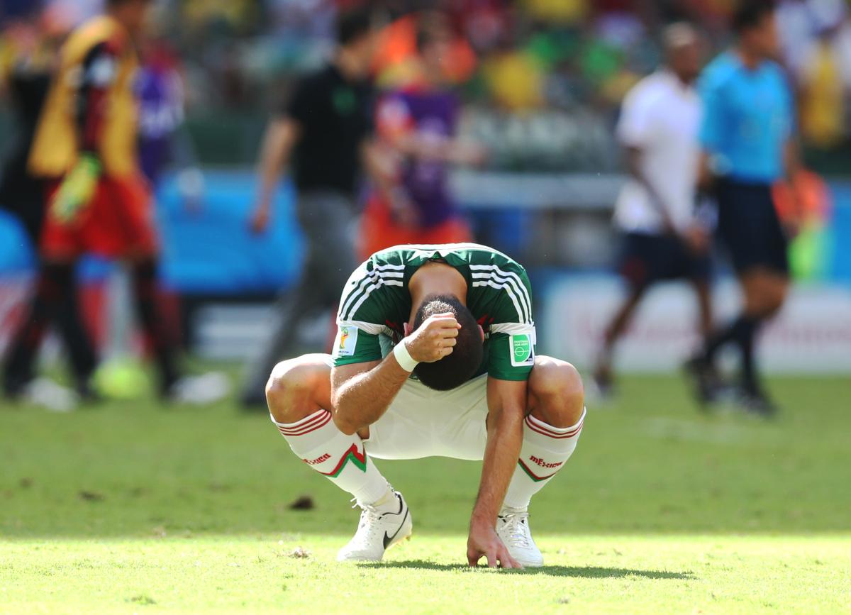 """لاعب المكسيك خافيير هيرنانديز """"تشيتشاريتو"""" بعد الخسارة أمام هولند والخروج من كأس العالم"""