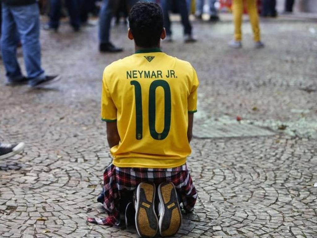 نجم البرازيل نيمار غاب عن اللقاء لكن لم يغب عن المشهد الكارثي للسيليساو في بيلو هوريزونتي - Photo - The Independent