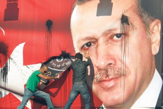 من الاحتجاجات  على إلغاء أردوغان مهرجان موسيقي في 2012 بذريعة بيع الكحوليات للشبان الصغار