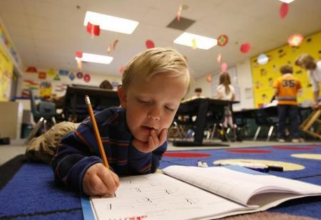 ولاية تنيسي الأمريكية تعود لتعليم الكتابة بخط اليد