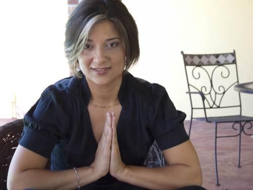 إيزيس مارتينيز، مختصة طب بديل من ميامي