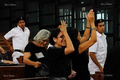 فرحة عائلة علاء عبد الفتاح بقرار إخلاء السبيل. عدسة: رافي شاكر