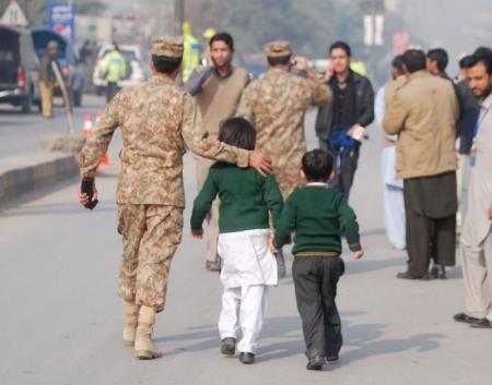 مسلحو طالبان يهاجمون مدرسة يديرها الجيش في شمال غرب باكستان