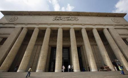محكمة مصرية تحيل أوراق 4 للمفتي لاستطلاع رأيه في إعدامهم لانتمائهم للقاعدة