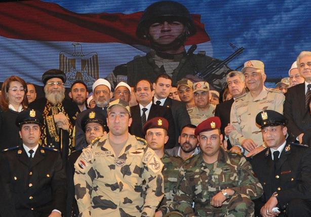صورة تذكارية مع الرئيس والباب وشيخ الأزهر في نهاية اللقاء ..الصورة من مصراوي