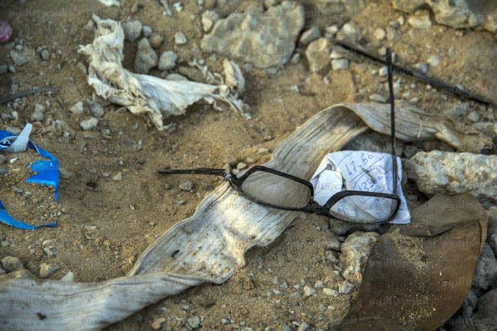 نظارة أحد الضحايا ويبدو أسفلها تذكرة المباراة .عدسة: المصري اليوم