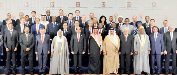 صورة جماعية للرئيس السيسي مع قادة العرب والعالم في افتتاح مؤتمر دعم وتنمية اقتصاد مصر في شرم الشيخ