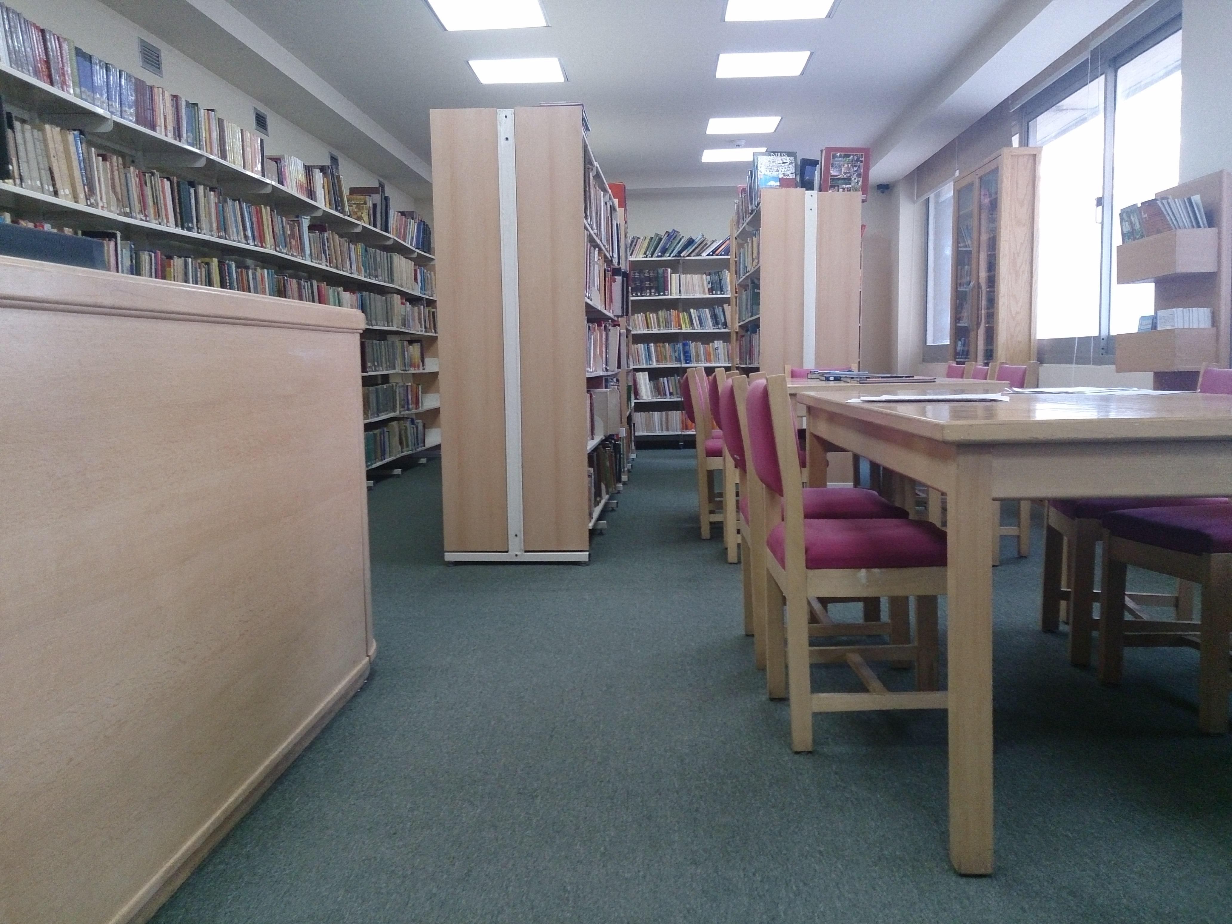 """هدوء تام و""""روقان"""" في مكتبة المركو الثقافي الهندي"""