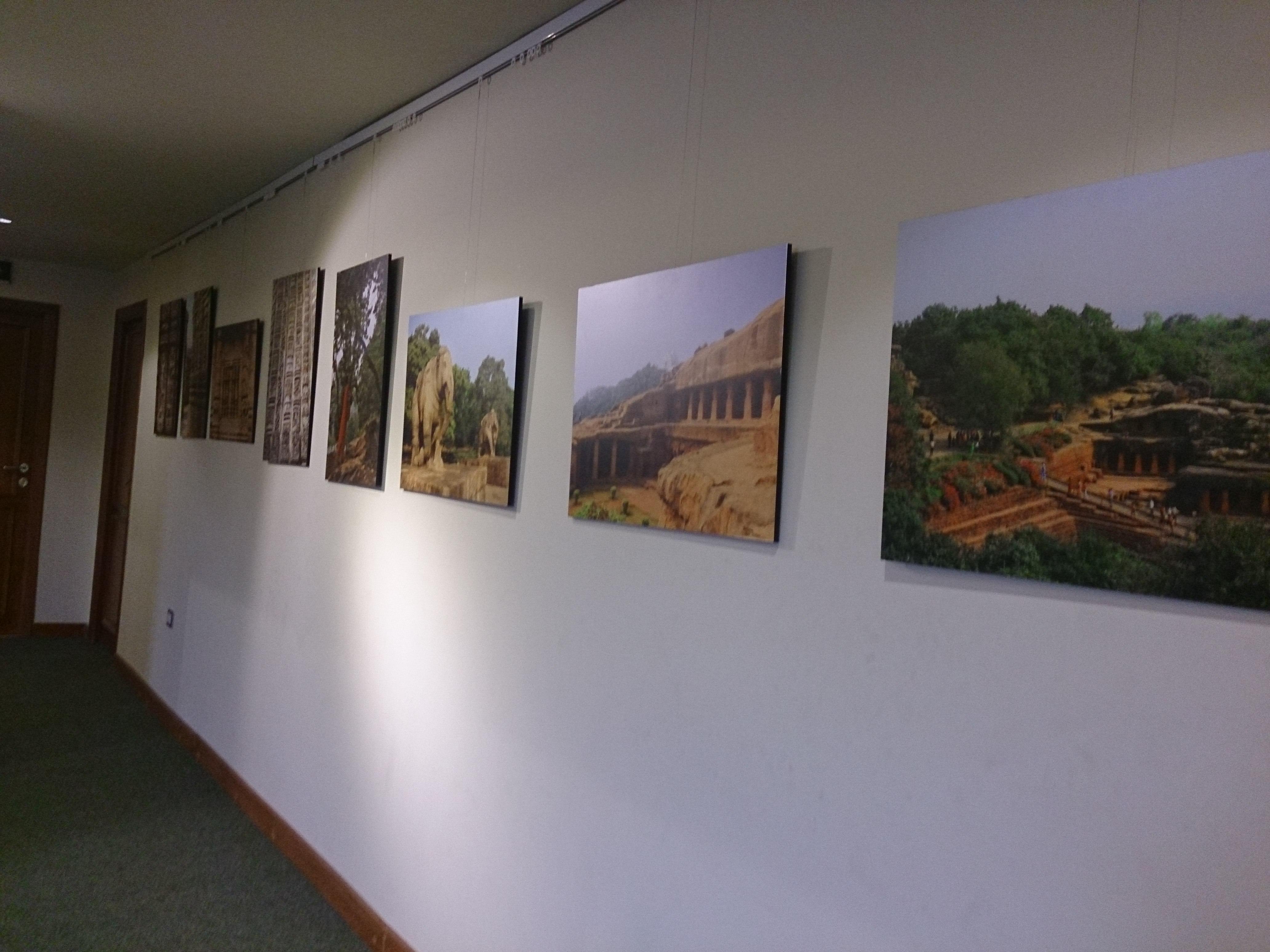 قاعة فن تشكيلي بمركز مولانا آزاد