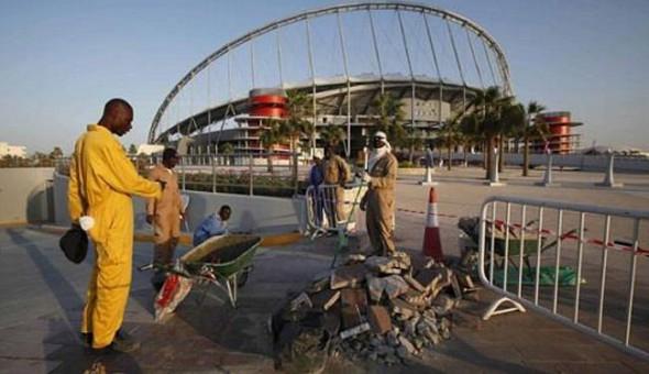 غارديان: عمال مونديال قطر يتقاضون أقل من دولار في الساعة