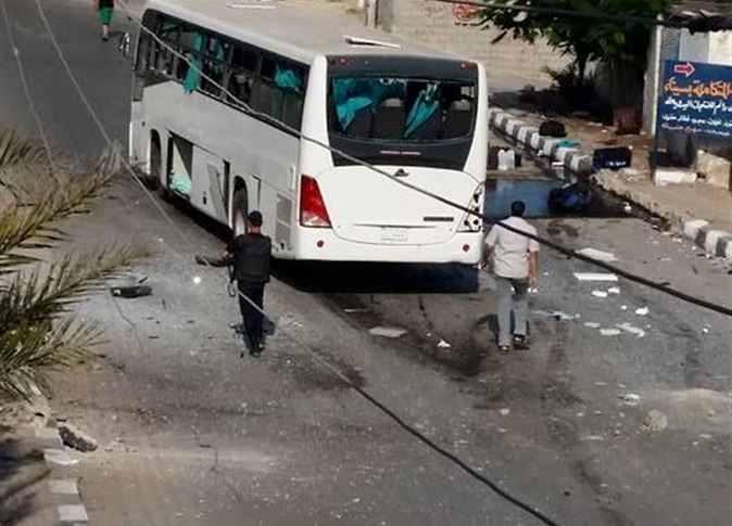 الحافلة - صورة أحمد أبودراع عن المصري اليوم