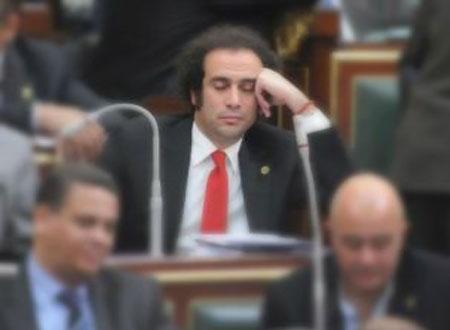 تنازل عمر حمزاوي عن جنسيته الأجنبية ليستطيع خوض انتخابات مجلس 2011