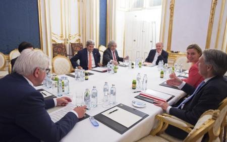 وزراء خارجية إيران والقوى الست اثناء اجتماعهم في فيينا يوم الثلاثاء. صورة لرويترز من ممثل لوكالات الانباء