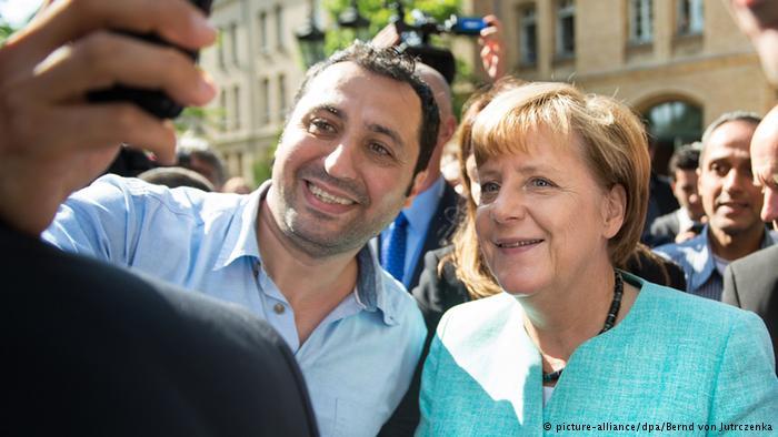 """تراجعت الحكومة الألمانية عن اجراءاتها السابقة """"المرحبة باللاجئين"""