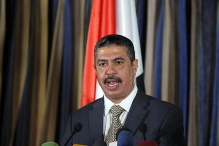 رئيس الوزراء اليمني خالد بحاح يتحدث في مؤتمر صحفي في صنعاء يوم 9 نوفمبر تشرين الثاني 2014. تصوير: محمد السياغي - رويترز