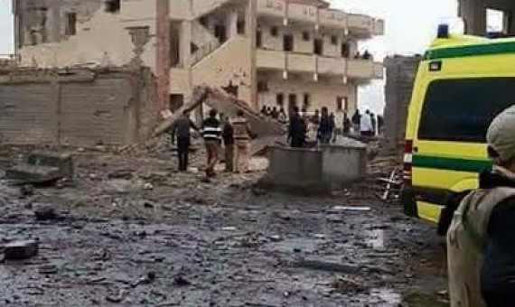 من موقع الانفجار ..الصورة من دوت مصر