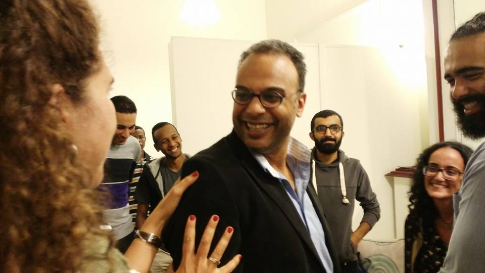 حسام بهجت بعد الإفراج عنه اليوم ..صورة نشرتها صفحة المبارة المصرية للحقوق الشخصية