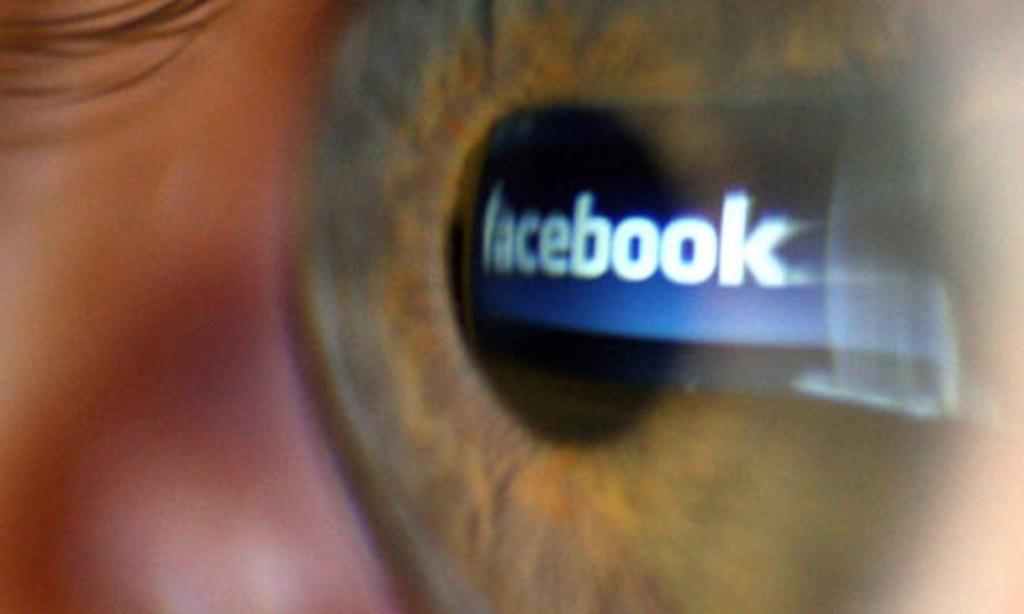 Facebook-eye-006