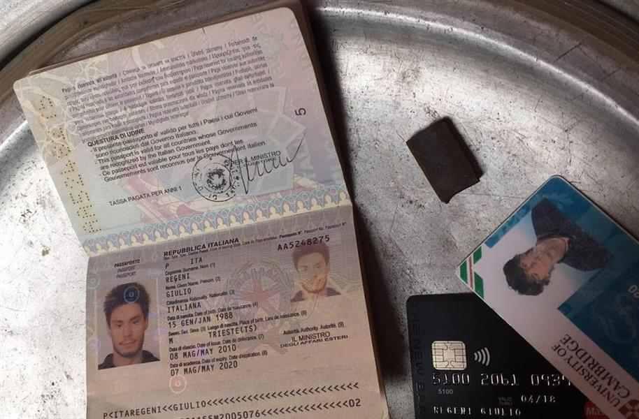 متعلقات جوليو ريجيني قالت الداخلية إنها عثترت عليها لدى عصابة تخصصت في خطف الأجانب