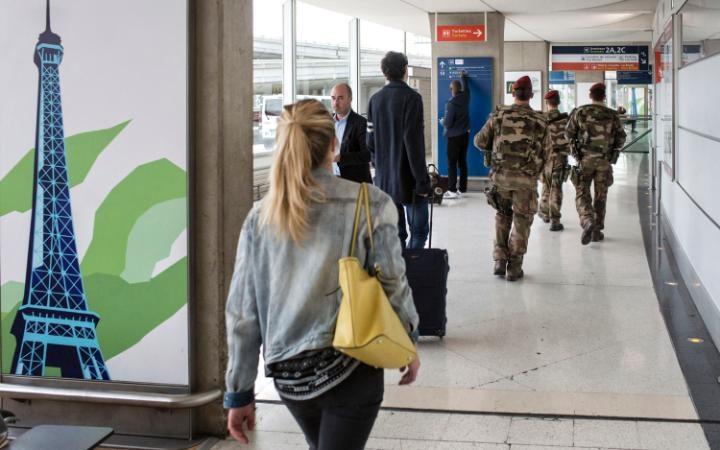 98599509_Charles_de_Gaulle_airport-large_trans++eo_i_u9APj8RuoebjoAHt0k9u7HhRJvuo-ZLenGRumA