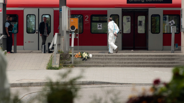 GRAFING, GERMANY - MAY 10:  A bunch of flowers lays on the floor at Grafing railway station after a deadly knife attack on May 10, 2016 in Grafing, Bavaria. One person has died and three others have been injured after a man launched a knife attack at Grafing commuter train station that police prosecutors said had 'an apparent Islamist motive'.  (Photo by Johannes Simon/Getty Images)