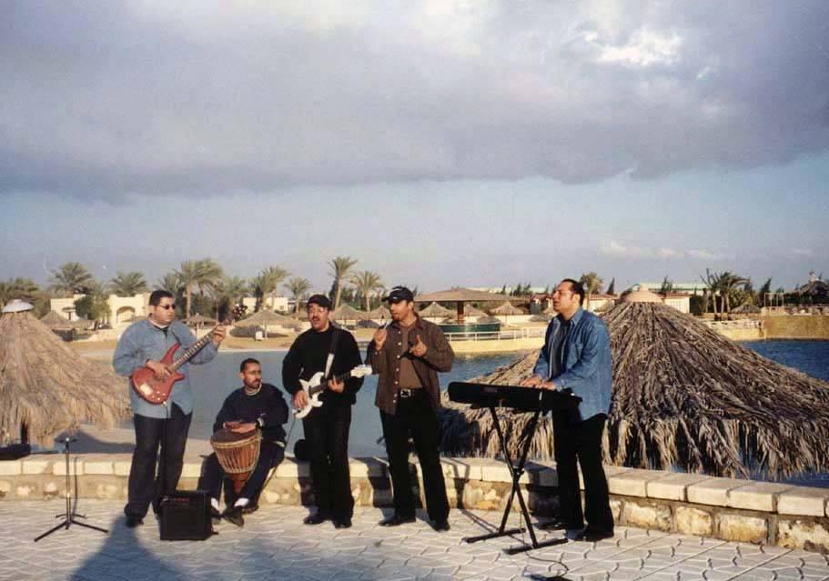 فرقة اسود وابيض، أحمد عبدالهادى و مصطفى شوقى  ومحمد نبيل و تامر يسرى و محمد عبدالهادى
