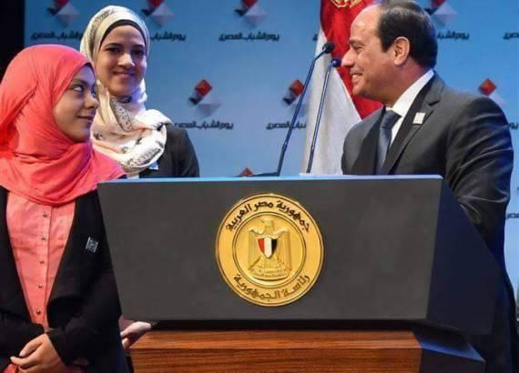 الرئيس مع سارة سمير وهداية ملاك