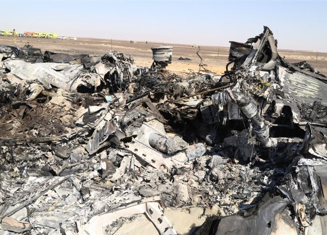 حطام الطائرة الروسية التي سقطت بوسط سيناء - صورة أرشيفية