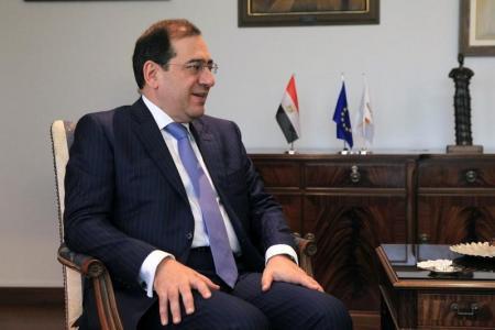 وزير البترول المصري طارق الملا خلال اجتماع في قبرص يوم 31 أغسطس آب 2016. تصوير: يانيس كورتوجلو - رويترز.