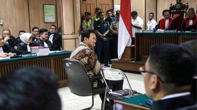 مشهد من المحاكمة