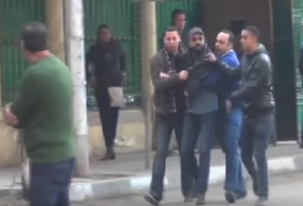 لحظة القبض على أحد المتظاهرين