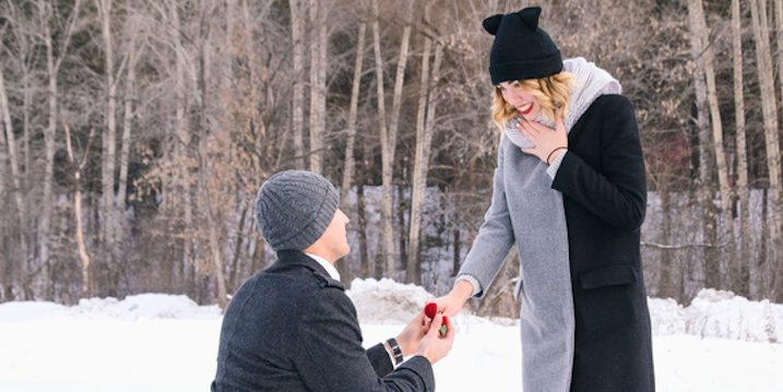 couple-proposal-snow