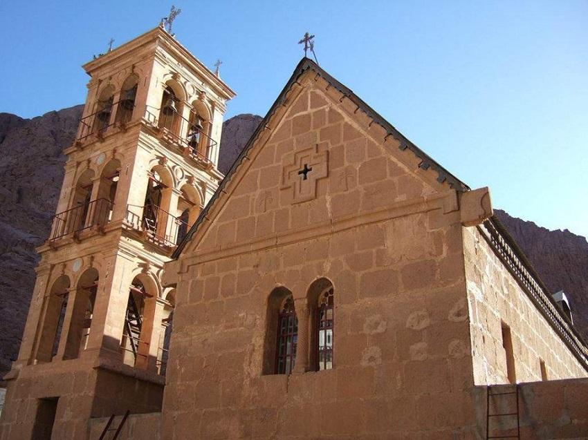 يوجد في سيناء 4 كنائس وأبرشية