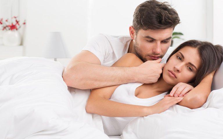e7a0e734cd7c9 تمر بعض الفتيات والنساء بألم عنيف في أثناء العلاقة الجنسية أو نزيف بعدها،  وأحيانًا يتزامن ذلك مع أعراض أخرى لكنهن لا يجدن سببًا واضحًا لهذا الألم،  ويتساءلن ...