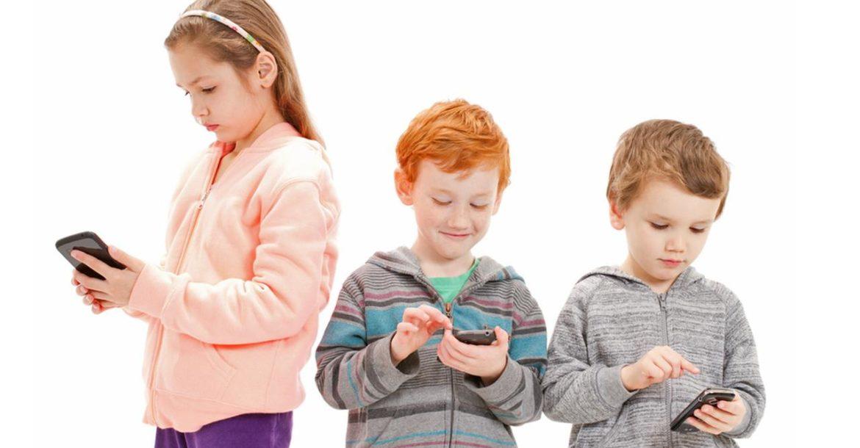 Image result for واحد من كل أربعة أطفال مدمن على الهواتف الذكية